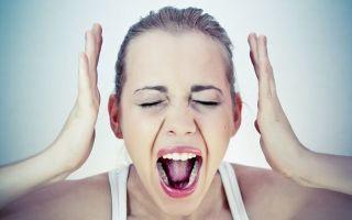 Боль в пятках: как лечить и почему больно наступать на ногу, советы специалиста