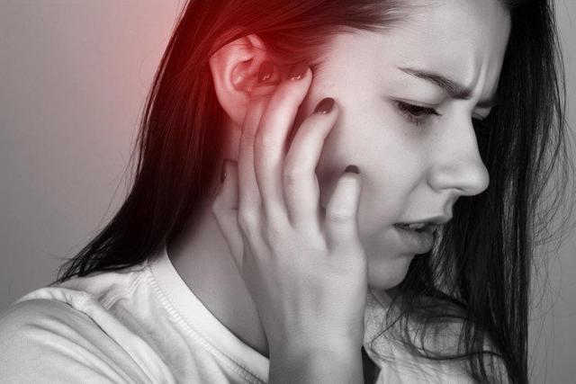 Заложило уши при простуде: что делать, лечение