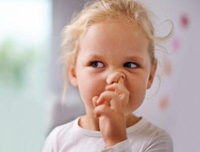 Кровь из носа: причины. Почему у ребенка часто идет кровь носа