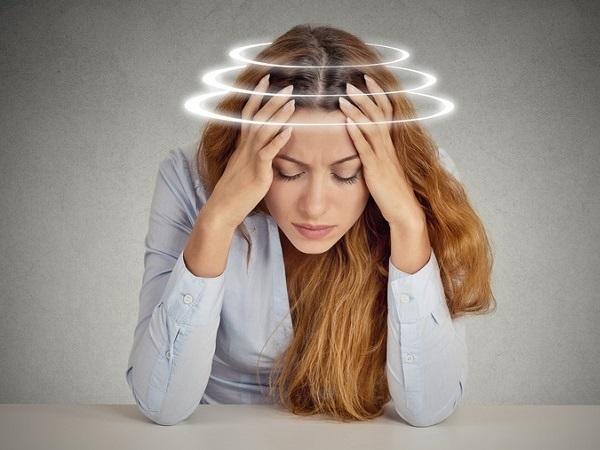 Головокружение: причины, лечение головокружения у женщин при нормальном давлении, сильная головная боль