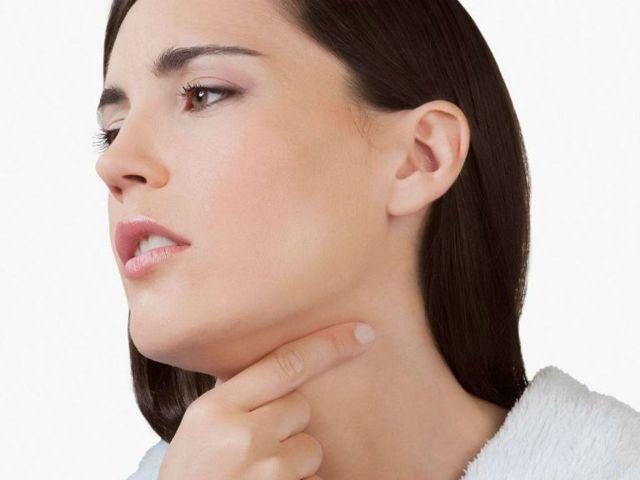 Першение в горле, сухой кашель длительное время причины у взрослого, лечение