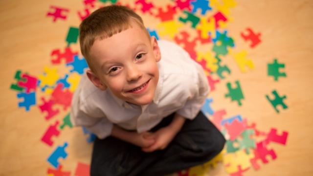 Аутизм: что это за болезнь, симптомы и признаки, причины развития заболевания