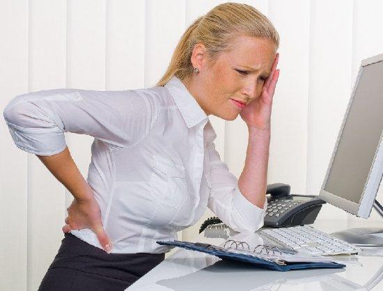 Боль под правой лопаткой сзади со спины: причины. Почему болит под правой лопаткой сзади
