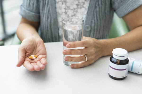 Кишечная колика: симптомы и лечение у взрослых, причины возникновения