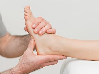 Боль в пятках, как лечить? Почему болят пятки и больно наступать