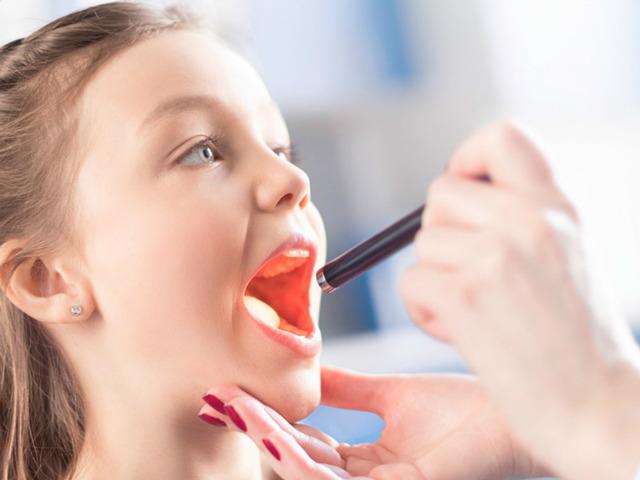 Почему у ребенка постоянно красное горло