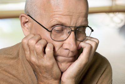 Болезнь Альцгеймера: симптомы, первые признаки, лечение